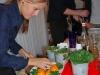 Michelle Hjort forbereder garnish